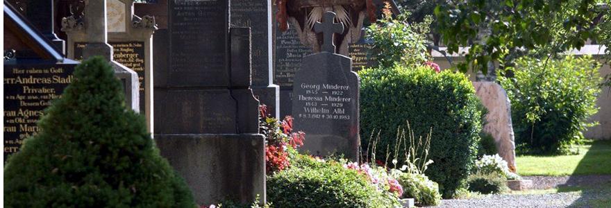 un monument funéraire